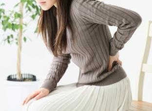 椅子に長く座ると腰が痛くなる【原因と対策】